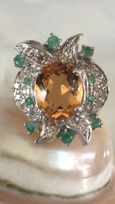 Beautiful old-style 18 kt gold ring with citrine, emeralds and diamonds