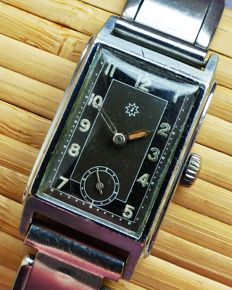 JUNGHANS Art Deco 15 rubis -- men's wristwatch from the 1940s