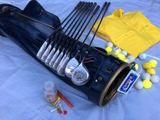 """Golf bag with 9 high-quality """"Taylor Made"""" golf clubs and various accessories"""