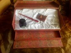 Beautiful glass Murano ink pen with accessories.