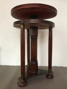 Beautiful mahogany Amsterdam School piano stool, adjustable in height, with beautiful brass finish, 1st half 20th century, The Netherlands