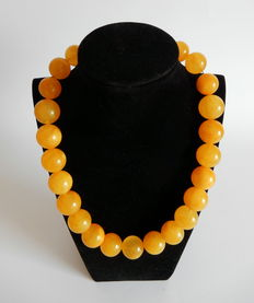Baltic amber necklace, yellow colour, 96 grams