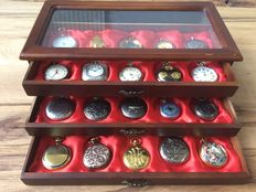 "Collection of 30 ""Hachette"" pocket watches"