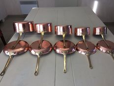 "Set of 5 pots + 5 pans in massive copper, stamped ""TAGUS PORTUGAL"", galvanised on the inside"