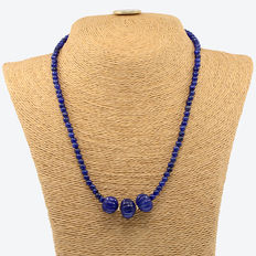 Necklace made of sapphires with 18 kt/ 750 yellow gold clasp