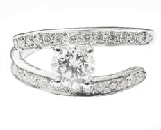 Diamond engagement twist ring made of white gold – Diamonds, 0.67 ct in total – IGL report