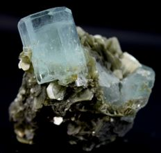Damage free Aquamarine Crystal Cluster with Muscovite Mica - 58 x 60x 55mm - 164 gm