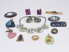 Lot of various enamelled mid century jewels, including Balestrand Norway