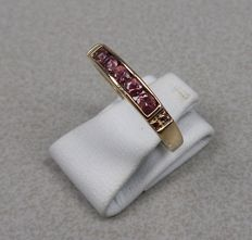 14 kt gold ring with ruby.