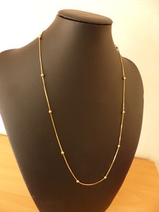 Necklace made of 18 kt gold.