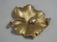 Trifari – gilt-metal brooch with white stones