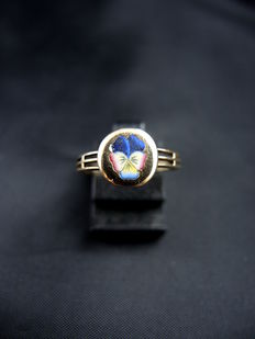 Ancient enamelled ring with pansy flower pattern