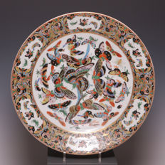 Beautiful polychrome decorated dish with butterflies – China – 19th century (Guangxu period)