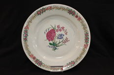 Famille rose porcelain plate with flowers - China - Late 18th Century