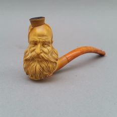 Meerschaum pipe depicting an old bearded man, amber stem