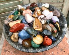 High quality Mineral tumble stones - 2,5 to 5cm - 4,68 kg  (100)