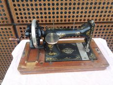 Hand sewing machine Gritzner Extra with wooden case, Germany, early 20th century