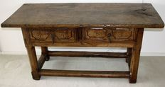 A chestnut carved table - Spain - 17th century