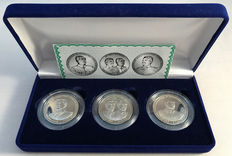 Russia, set of 3 different 10 Chervontsev Stalin/Mao in coin canteen.