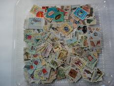 Portugal and Colonies -  Box with +- 14.000 stamps