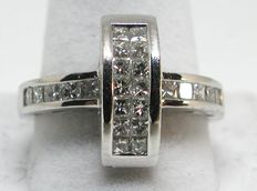 White gold ring, 18 kt, with 1.60 ct of diamonds – size 57.5