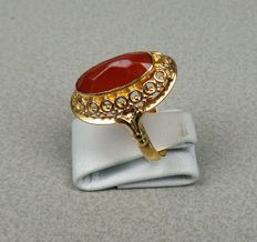 14 kt gold ring, with carnelian
