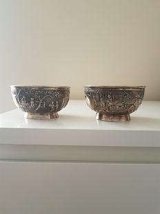 A pair of Chinese export silver bowls by Cum Sing, circa 1800