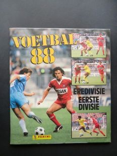 Panini - Voetbal 88 - Complete album - In beautiful condition - Including large centre poster (still stapled to the album).