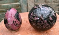 Rhodonite - egg and sphere - 8.7 and 9.8 cm - 2.52 kg  (2)