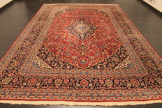 Magnificent handwoven Persian carpet Keshan Keschan. Made in Iran, mid of the 20th century 245 x 360 cm