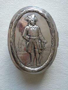 Silver biscuit/candy-box, Germany, Hanau, 19th century