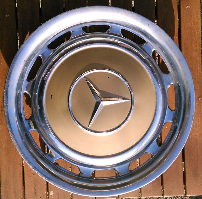 Mercedes benz 4 wheel covers for 14 inch wheel rims for Mercedes benz hubcaps