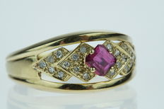 Gold 14 karat, women's ring set with diamond and ruby.