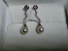 Earrings in18 kt white gold, set with zirconias and tear-drop Akoya pearls – No reserve