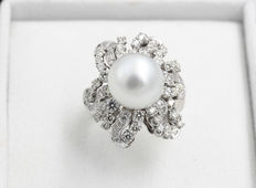 Ring in 18 kt gold with diamonds and 12 mm pearl –hand-finished