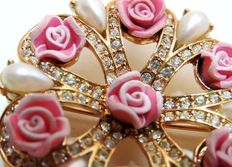 Nina Ricci  for Avon - Gold tone brooche pendant with faux pearls, rhinestones and pink roses