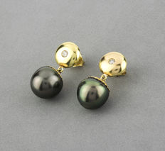 Yellow gold earrings with brilliant cut diamonds and Tahitian pearls
