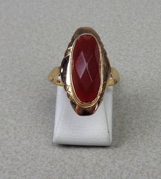 Gold ring of 14 kt with carnelian