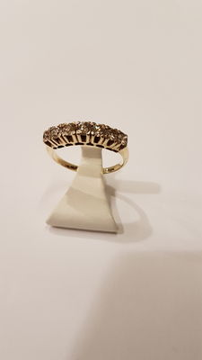 A 14 kt brilliant gold ring with 0.70 ct