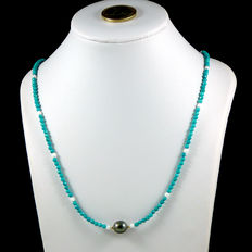 Necklace made of turquoises, alabaster, Tahitian pearl and 18 kt (750/1000) yellow gold.