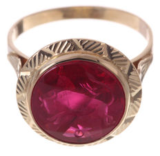 Gold women's signet ring with synthetic ruby equipped with a stone carving bull