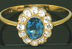 Gold Cluster Ring Ring ca. 1970 - with 1 Oval Cut Blue Topaz 0,65 CT & Clear-Stone's *** NO RESERVE PRICE ***
