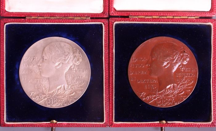 United Kingdom - Medals 'Victoria Diamond Jubilee 1837-1897' (2 pieces) in  presentation box - silver and bronze - Catawiki