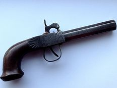 Very nice 19 century French single-shot percussion pistol, 8-edged barrel, butt in walnut with inlay!