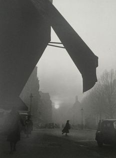 Willy Ronis (1910-2009) - Carrefour Sèvres-Babylone, 1948