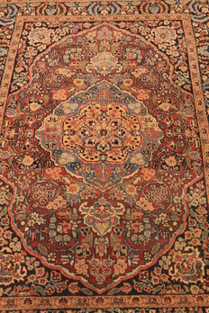 Beautiful Persian palace carpet from around 1930 - antique hand-knotted Persian carpet - Heris Heriz - plant dyes 140 x 180 cm - Made in Iran