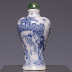 Beautiful blue white porcelain snuff bottle, figures on horseback - China - first half 20th century