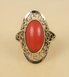 Gold ring with precious coral