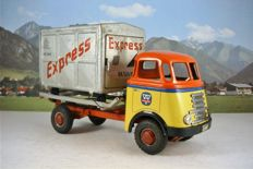 """Arnold, Western Germany - Length 27.5 cm - DAF truck with tipper truck and container """"Express"""" without drive, 50s."""