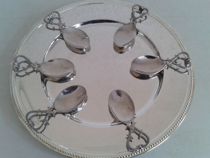 Six decorated amuse spoons on large serving plate with pearl rim, France, ca. 1960